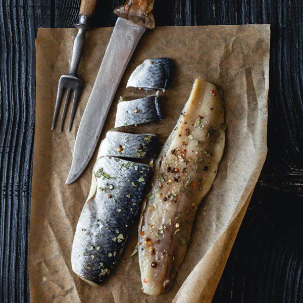 Arenque ahumado y marinado con mostaza antigua