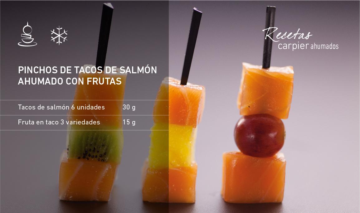 Pinchos de tacos de salmón ahumado con frutas